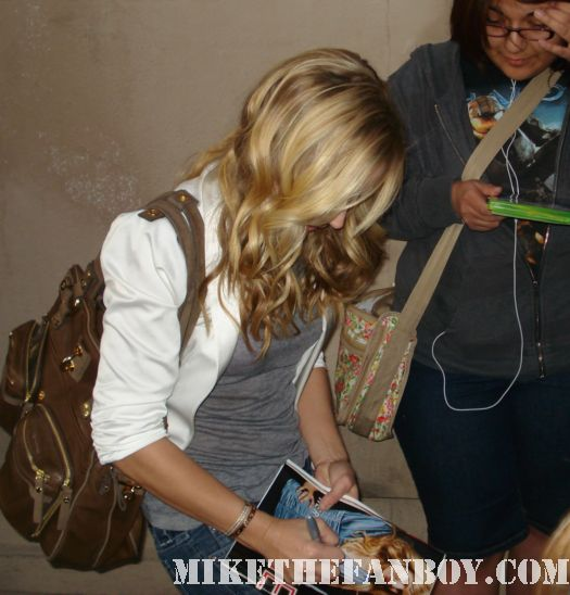 kristen bell veronica mars, signing autographs