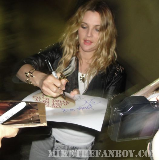 Drew Barrymore Signing Autographs for fans!
