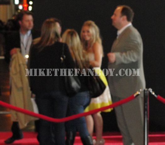 Kristen Bell ignoring fans at the you again premiere