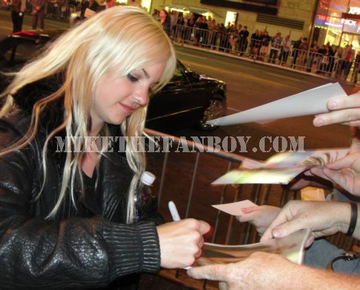 Anna Farris signing autographs at the you again premiere