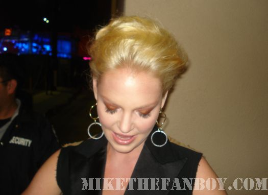 Knocked Up's Katherine Heigl Signing Autographs for fans