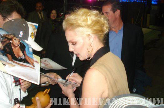 Katherine Heigl Signing Autographs for fans 27 dresses