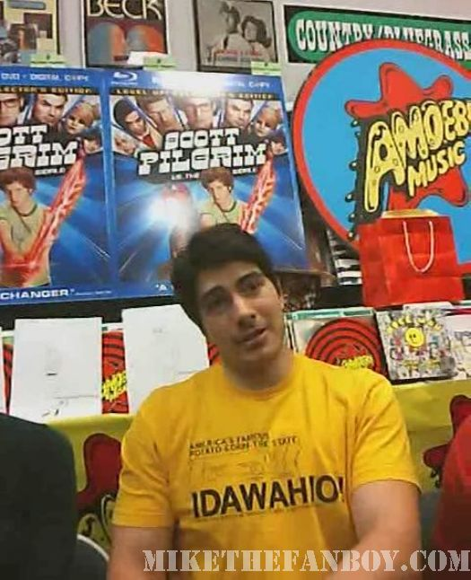 Scott Pilgrim Vs. The World DVD signing Brandon Routh sexy superman shirtless muscle