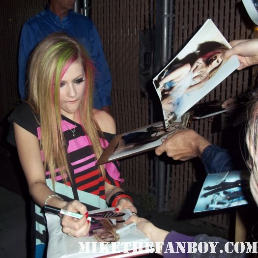 avril lavigne goodbye lullaby skater boy girlfriend rare signed autograph sexy beach derek hair alice wonderland rabbit what the hell