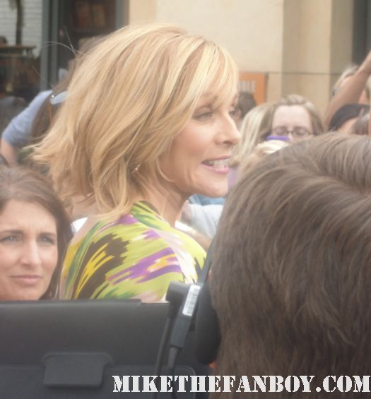 kim cattrall extra mario lopez signed autograph sex and the city rare big trouble in little china meet monica velour