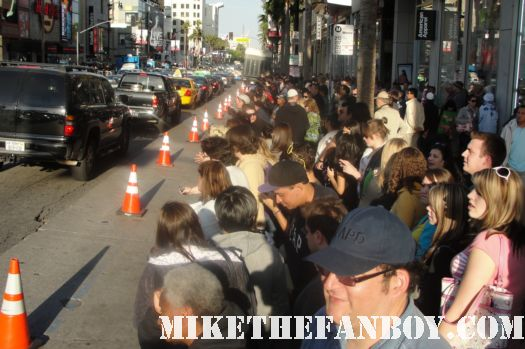 scream 4 world premiere los angeles crowd at the barricade rare signed autograph people fans hot rare signed poster