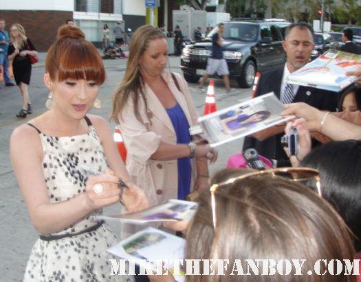 Ellie Kemper bridesmaids world premiere arrivals signed autograph fan photo friendly rare hot sexy