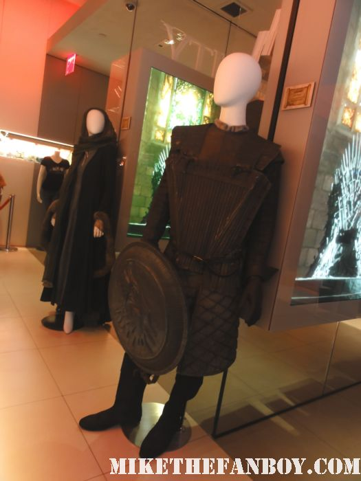 hbo's game of thrones rare prop and costume display rare shield outfit sean bean lord of the rings rare