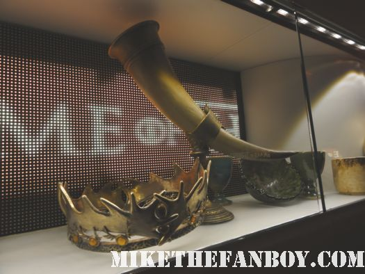 hbo game of thrones series second season prop costume display rare new york city kings crown horn rare