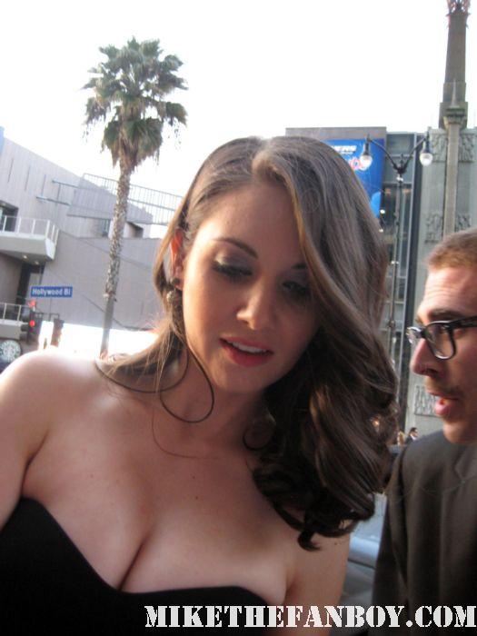 Alison Brie Rebecca Walters scream 4 scre4m los angeles premiere signed autograph rare promo mad men comunity hot sexy rare world