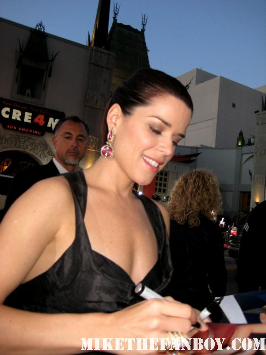 neve campbell sidney prescott scream 4 world premiere rare signed autograph fans the craft hot sexy the company sidney prescott