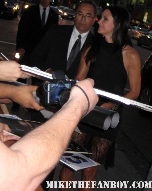 courteney cox gale weathers scream 4 scre4m signed autograph los angeles premiere cougar town friends family ties rare hot sexy damn fine