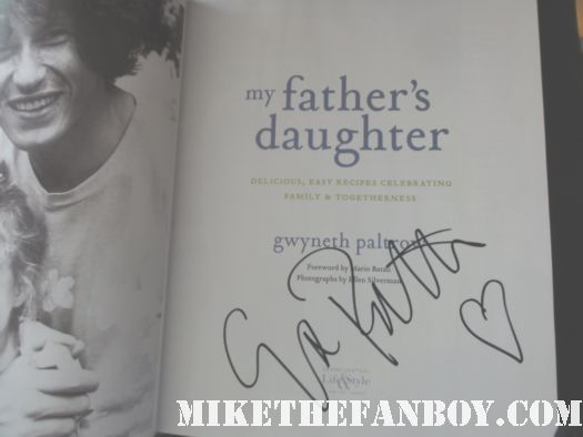 gwyneth paltrow signed autograph book signing my father's daughter cookbook hot sexy signing autograph hand signed new york city