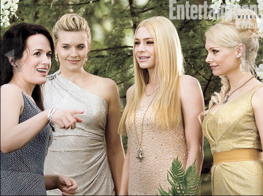 entertainment weekly twilight breaking dawn magazine cover press still vampire kristen stewart taylor lautner Dakota Fanning Nikki Reed ashley greene maggie grace