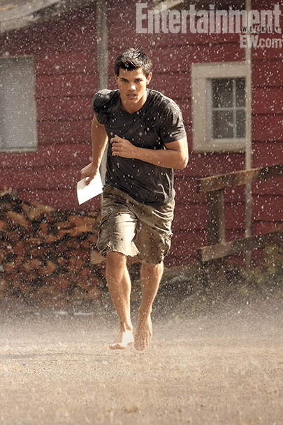 twilight breaking dawn entertainment weekly promo taylor lautner sexy jacob black sexy wet rain muscle abs