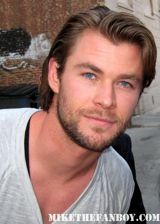 chris hemsworth hot sexy photo shoot rare thor muscel blue eyes gorgeous hot muscle shirtless damn fine signed autograph