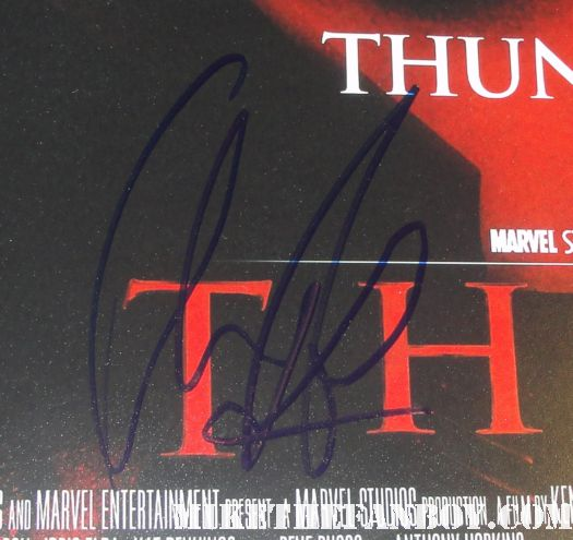thor star chris hemsworth autograph signature rare promo poster mini hot rare signed god of thunder hot muscle