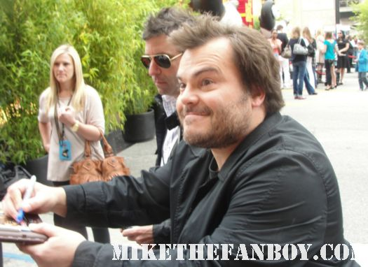 jack black from kung fu panda 2 premiere los angeles signing autographs for waiting fans rare promo bee kind rewind high fidelity