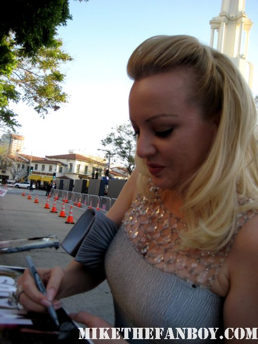 Wendi McLendon-Covey from reno 911 and bridesmaids sign autographs for fans at the bridesmaids movie premiere in westwood! sexy hot rare funny quotes promo press kit