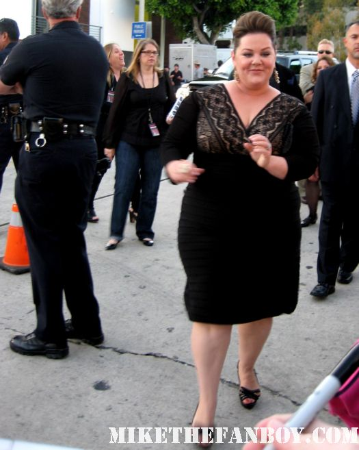 melissa mcCarthy megan from Bridesmaids and sookie from gilmore girls signs autographs for fans at the bridesmaids movie premiere in westwood! sexy hot rare funny quotes promo press kit one sheet movie poster rare gay rare
