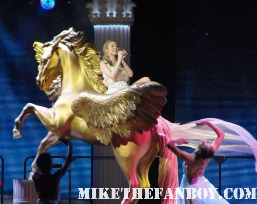 kylie-minogue-aphrodite-tour-live-in-concert-los-angeles-hollywood-bowl-5-20-11