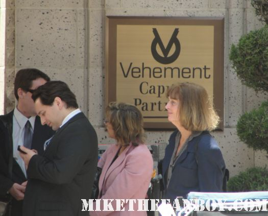 showtimes vehement capital bank weeds on location downtown los angeles on location weeds season 7 rare promo set visit mary louise parker nancy botwin rare los angeles