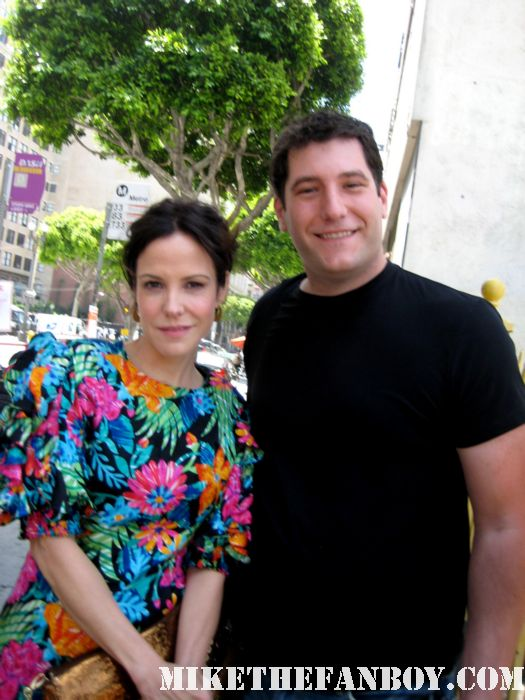 weeds season 7 on location set visit mary louise parker with mike the fanboy rare signed autgraph promo poster hot sexy photo shoot rare