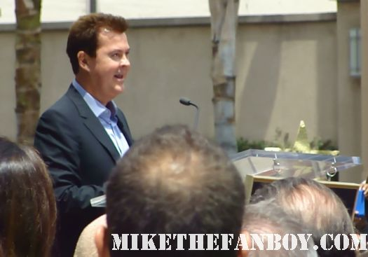 simon fuller giving his speech at the walk of fame ceremony with jennifer lopez marc anthony victoria beckham rare american idol producer star