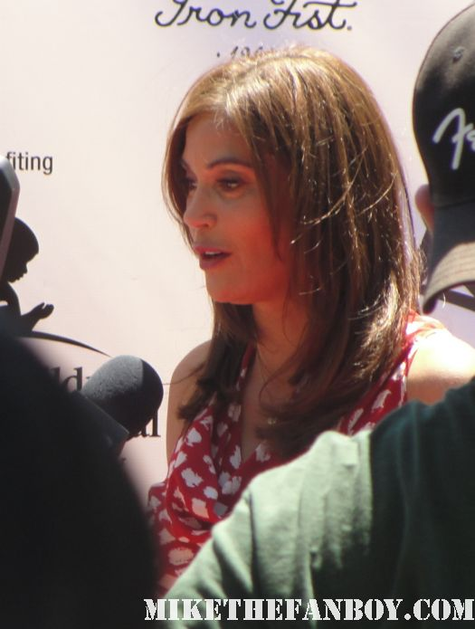 Teri hatcher doing press at her yard sale for charity rare desperate housewives sexy hot lois and clark signed autograph promo rare poster susan mayer band from tv rare susan delfino signed autograph 2 days in the valley promo hot poster mini signed soapdish classic rare boobs