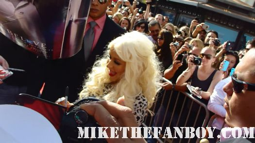 Christina-Aguilera-signs-autographs-for-fans-before-taping-extra-with-mario-lopez-at-the-grove hot sexy rare back to basics