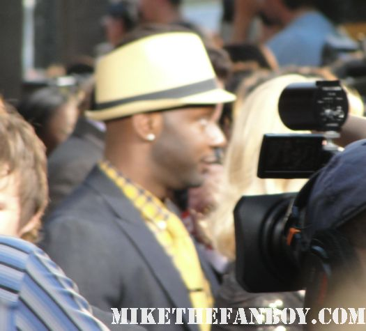 nelsan ellis signing autographs for fans at the true blood season 4 world premiere red carpet rare promo poster true colors premiere rare fangtasia promo sign autographs