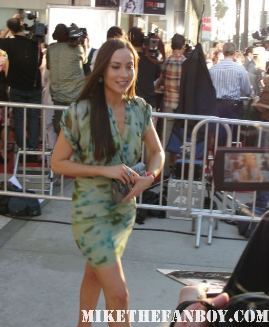 courtney Ford signing autographs for fans at the true blood season 4 world premiere red carpet rare promo poster true colors premiere rare fangtasia promo sign autographs dexter brandon routh sexy hot rare photo shoot sexy shirtless