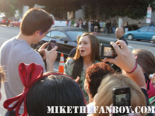 brandon routh filming courtney Ford signing autographs for fans at the true blood season 4 world premiere red carpet rare promo poster true colors premiere rare fangtasia promo sign autographs