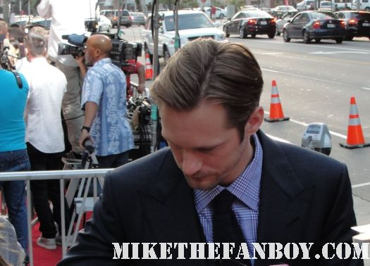 alexander skarsgard eric northman on true blood signs autographs for fans at the true blood season 4 world premiere red carpet