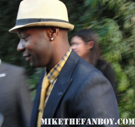 nelsan ellis lafayette on true blood signs autographs for fans at the true blood season 4 world premiere red carpet