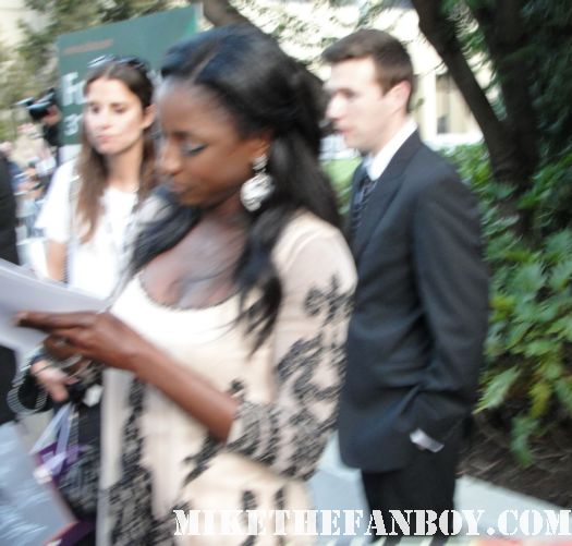 rutina wesley tara on true blood signs autographs for fans at the true blood season 4 world premiere red carpet