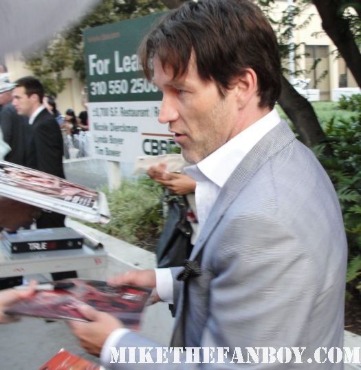 stephen moyer bill compton on true blood signs autographs for fans at the true blood season 4 world premiere red carpet