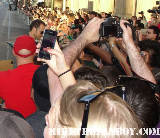Peter Sarsgaard from green lantern crosses to sign autographs for the fans at the barricades hot sexy rare promo signed autoraph promo poster sexy
