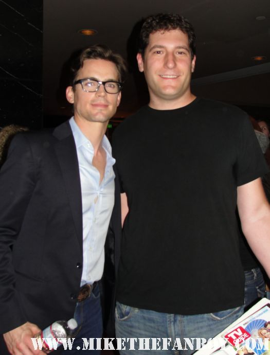 white collar star matt bomer posing for a fan photo with mike the fanboy rare signed autograph hot sexy rare promo damn fine sexy photo shoot