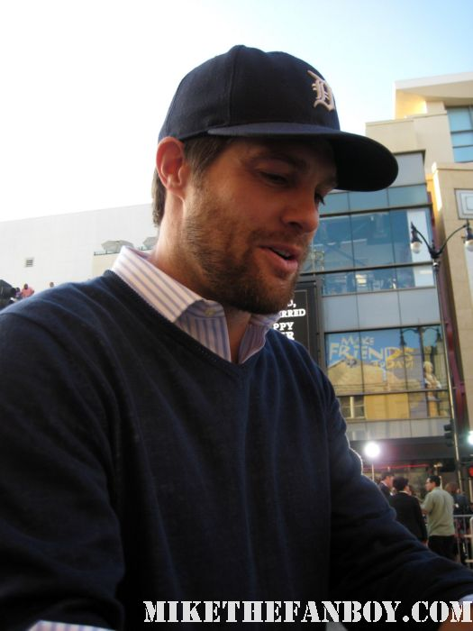 hot sexy Geoff Stults signing autographs for fans at the green lantern world premiere bones spinoff The Ringer rare sexy photo shoot promo she's out of my league 7th heaven fine shirtless