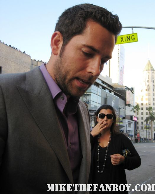 chuck star zachary levi signs autographs for fans at the world movie premeire of green lantern in hollywood sexy hot rare final season tangled flynn ryder promo
