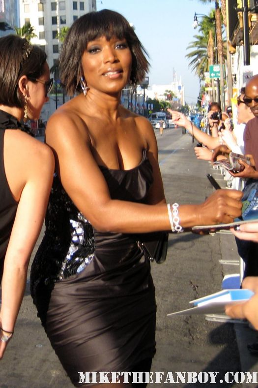 sexy angela bassett signing autographs for fans at the green lantern world movie premiere rare what's love got to do with it alias contact rare promo sexy fine storm x-men