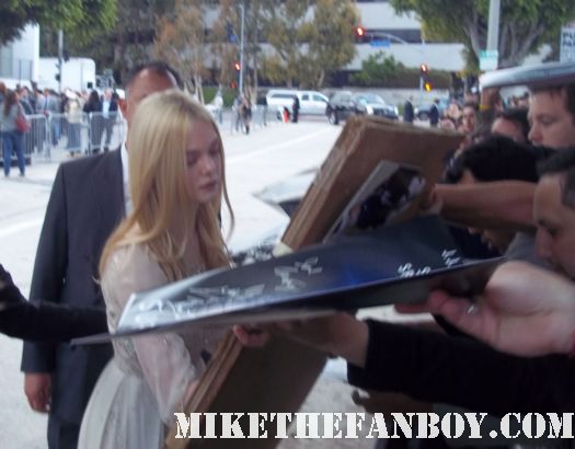 elle fanning dakota fanning's sister signing autographs for fans at the super 8 movie premiere in westwood ca rare photo shoot sexy promo hot
