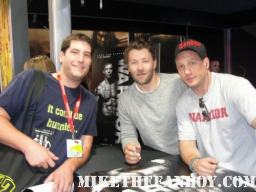 san diego comic con 2011 sdcc 2011 mike the fanboy with tom hardy and joel edgerton the cast of the warrior at the lionsgate booth shirtless tom hardy movie poster rare promo hot sexy bane dark knight rises
