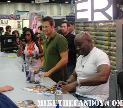 san diego comic con 2011 sdcc 2011 signed autograph the finder rare promo ticket autograph signing Michael Clarke Duncan and Geoff Stults sexy hot rare shirtless