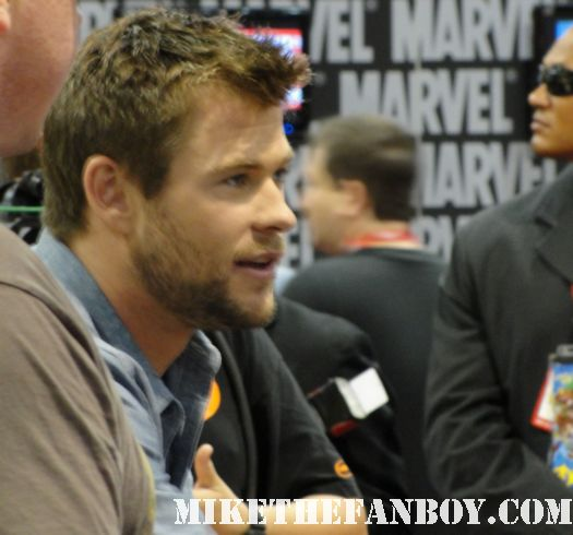 waiting in line at the thor marvel booth autograph signing chris hemsworth tom hiddleston san diego comic con 2011 sdcc 2011 san diego comic con 2010 sdcc 2010 chris hemsworth sexy hot chris hemsworth shirtless