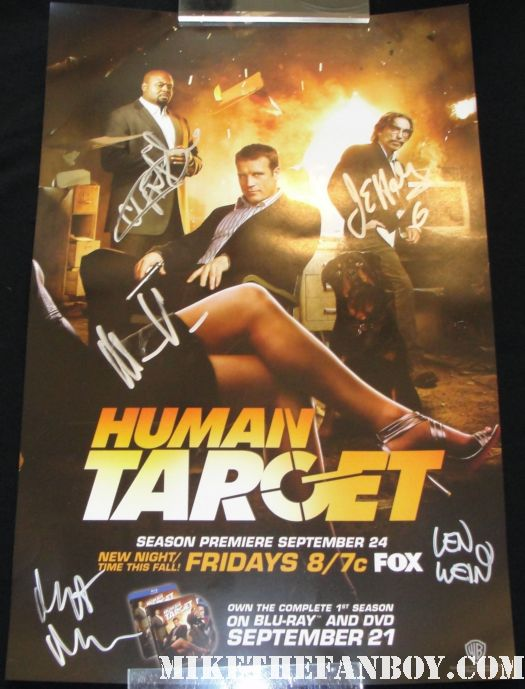 human target autograph signing at the warner bros booth san diego comic con 2010 warner bros boot san diego comic con 2011 warner bros booth san diego comic con 2010 san diego comic con 2010 san diego comic con 2011 sdcc 2011 san diego comic con 2010 sdcc 2010