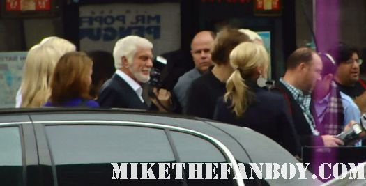 Dick-Van-Dyke-arriving-to-the-Mr.-Poppers-penguins-world-movie-premiere
