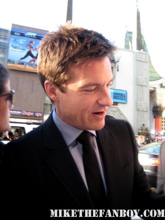jason bateman signing autographs for fans at the world premiere of horrible bosses in hollywood extract juno the hogan family silver spoons rare promo hancock the switch
