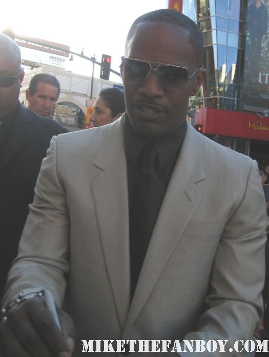 sexy jamie foxx signing autographs for fans at the world premiere of horrible bosses in hollywood muscle workout miami vice valentine's day ray blame it on the alcohol rare signed autograph